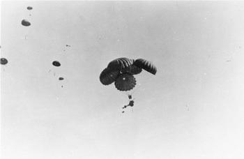 37-mm-antitank-pak-dropped-by-triple-parachute.JPG