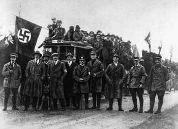 Adolf Hitler 1922.jpg