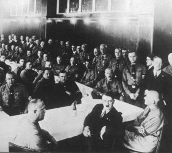 Adolf Hitler mit Abgeordnete der NSDAP - 1932.jpg