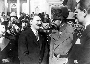 Adolf Hitler mit Kronprinz Wilhelm von Preußen am Tag von Potsdam.jpg