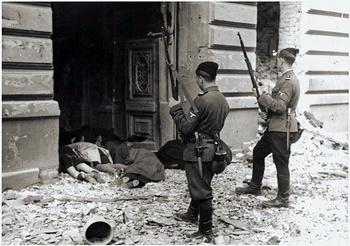 Askaris_im_Warschauer_Getto_-_1943.jpg