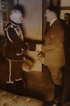 August von Mackensen_hitler.jpg