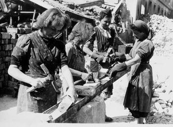 BERLIN 1945 woman.jpg