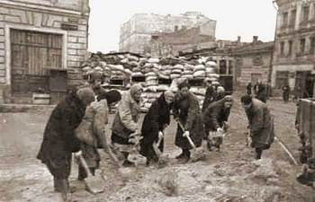 Barricades in the central part of Moscow, 1941.jpg