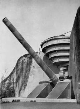 Batterie Todt consists of four 380mm guns.jpg
