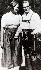 Carin _ Hermann  1922.jpg