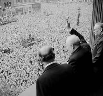 Churchill_waves_to_crowds.jpg