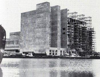 Construction of the power plan complex at Wolfsburg.jpg