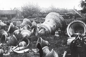 Снятые с церквей колокола, г. Запорожье, 1930 год..jpg