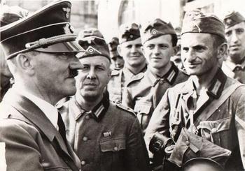 Der Führer mit seine Soldaten.JPG