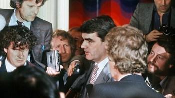 Der britische Historiker David Irving bezeichnete schon auf der Pressekonferenz des Hamburger Magazins Stern am 25. April 1983 die Tagebücher als eine Fälschung.jpg