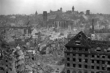 Die Ruinen Nürnbergs. Am Ende des Krieges sind die meisten deutschen Städte zerstört 1945.jpeg