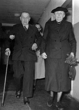 Erich Raeder and his wife on the date of his release from Spandau prison 1955.jpg