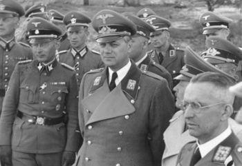 Erich_Koch,_Alfred_Rosenberg in Kiew.jpg