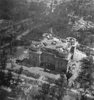 Excellent of large anti-aircraft flak tower in the Tiergarten section.jpg