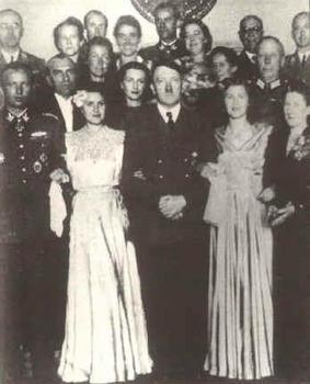 Fegelein_Gretl_Hitler_Eva.jpg