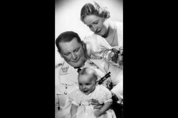 Göring med hustrun Emmy och dottern Edda.jpg