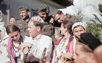 GERMAN-SOLDIERS-GERMAN-ARMY-WW2-COLOR-LARGE-IMAGES-PICTURES-ukrainian-people-women.jpg