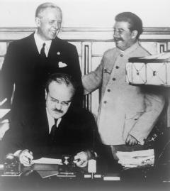 German-Soviet Nonaggression Pact.jpg