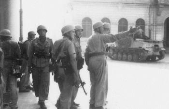 German paratroopers in Rome, Italy.jpg