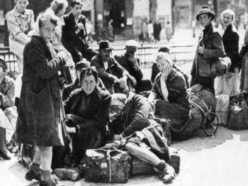 German refugees in Berlin. 1945.jpg