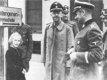 Heinrich Himmler and his daughter Gudrun_Heydrich_Wolff.jpg