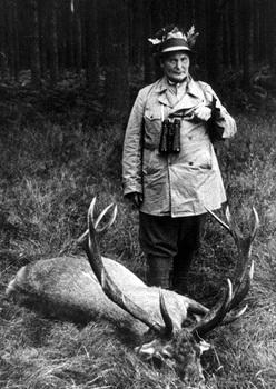 Hermann Goring during hunt in Jasnitz 1935.jpg
