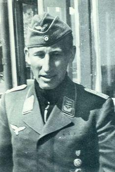 Heydrich in his Luftwaffe uniform.jpg