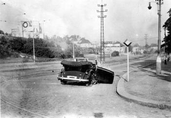 Heydrich_s_Mercedes_after_the_assassination.jpg
