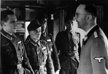 Himmler_awarding_Waffen_SS_soldiers_1945.jpg