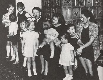 Hitler Eva Magarete Speer.jpg