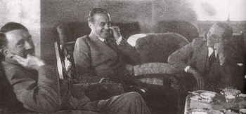 Hitler discussing with Prince Philipp of Hesse and Goebbels.jpg