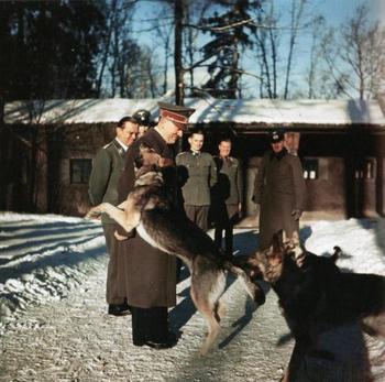 Hitler mit Blondi.jpg