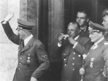 Hitler,H_Hoffmann&H_Goering.jpg