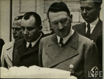 Hitler_&_Bormann.jpg