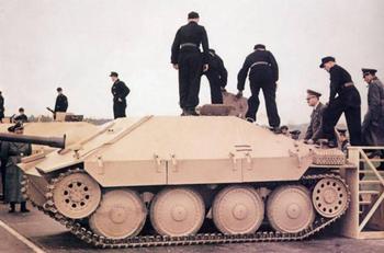 Hitler_inspiziert_Jagdpanzer_38-t__Hetzer.jpg