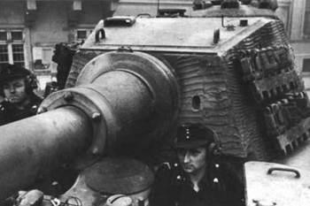 Hongrie-Budapest-Konigtiger-1945-1.jpg