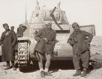 Italian tank crew in front of their M1340.jpg