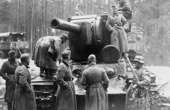 KV 2 heavy tank captured by German forces 1941.jpg