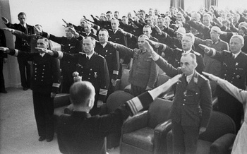 Karl_Doenitz_officers_gathered_in_front_of_the_Hitler_salute.jpg