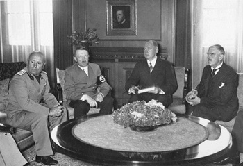 Münchener Abkommen, Mussolini, Hitler, Paul Schmidt, Chamberlain.jpg