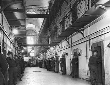 Prison cell block, Nuremberg, 1946.jpg