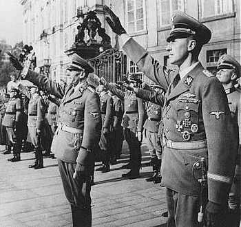 Reinhard Heydrich (right) and his deputy, Karl Hermann Frank.jpg