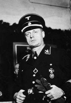 Ribbentrop in SS uniform.jpg