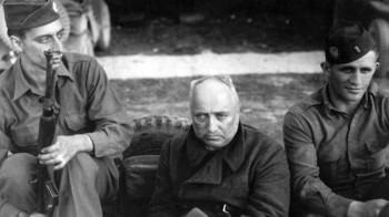 Robert Ley, kurz nach seiner Festnahme durch amerikanische Soldaten am 16. Mai 1945 in der Nähe von Berchtesgaden.jpg