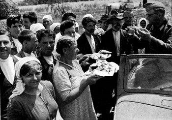 Salt and bread from the Crimea-1941.jpg