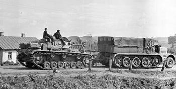 Sdkfz 9 FAMO towing Panzer III Russia 1941.jpg