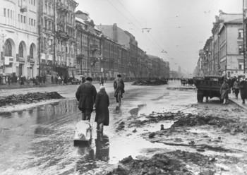 Siege-of-Leningrad-sledge.jpg