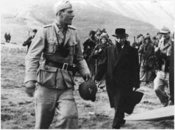 Skorzeny met de bevrijdde Mussolini.jpg
