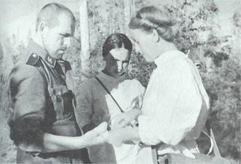 Soviet nurses treating the wound of a captured german SS.jpg